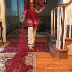MARIA B KAMIZ AND DUPATTA ONLY NO PANTS INCLUDed